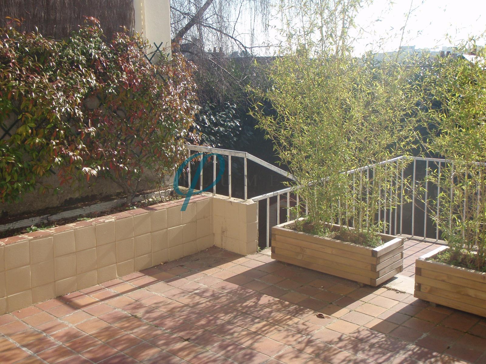 Vente exclusivite jules verne 150 m2 avec jardin for Garage jules verne nantes